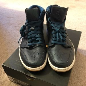 NIKE NEW LEATHER RETRO LEATHER/SUEDE HIGH TOPS